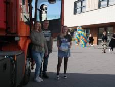 Afscheid met drive-in diploma-uitreiking in Nieuwleusen