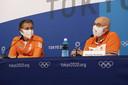 Chef de mission Pieter van den Hoogenband  en technisch directeur NOC*NSF Maurits Hendriks tijdens de persconferentie op de vierde dag van de Olympische Spelen.