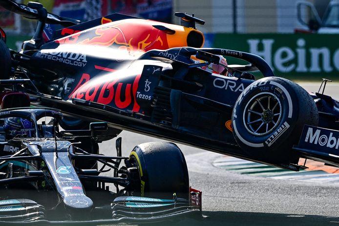 Max Verstappen en Lewis Hamilton.
