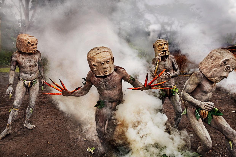 'Moddermannen', Papoea Nieuw-Guinea, 2017.  Beeld Steve McCurry