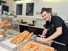 Stefan is nog maar 19, maar heeft nu al zijn eigen broodjesbar in Terneuzen