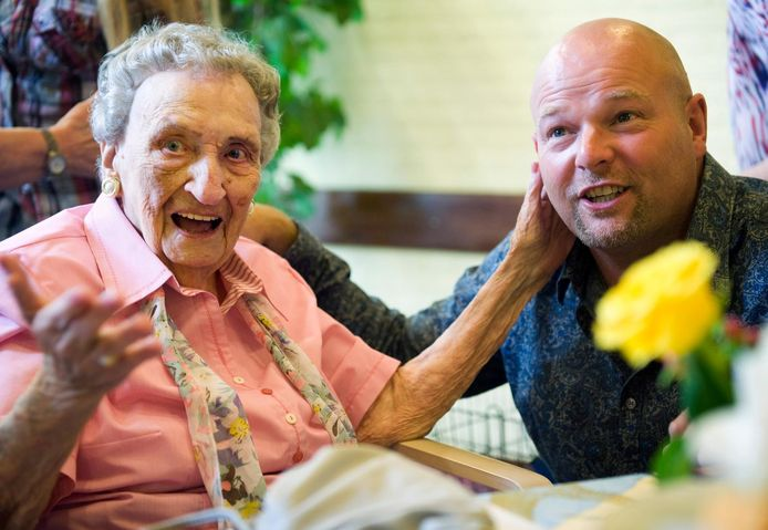 An Brasz ontliep dit jaar de fotografen met haar verjaardag. Deze foto is gemaakt toen ze 105 werd.