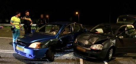 Auto's botsen op elkaar op Vierbundersweg in Dongen