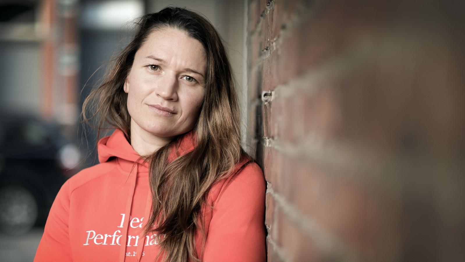 Oshin Derieuw werd wereldkampioene boksen bij de lichtgewichten. In haar eigen dorp, Kuurne, voelt ze zich goed, maar in grote steden is dat vaak anders.