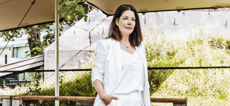"""Schrijfster Manon Uphoff: """"Ik móest nu ook schrijven over de donkere kanten van mijn familie"""""""