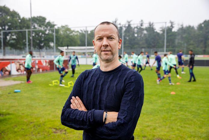 Patrick Greveraars resideert in Eindhoven, maar reist tijdens de interlandperiodes met de nationale ploeg van Ghana.