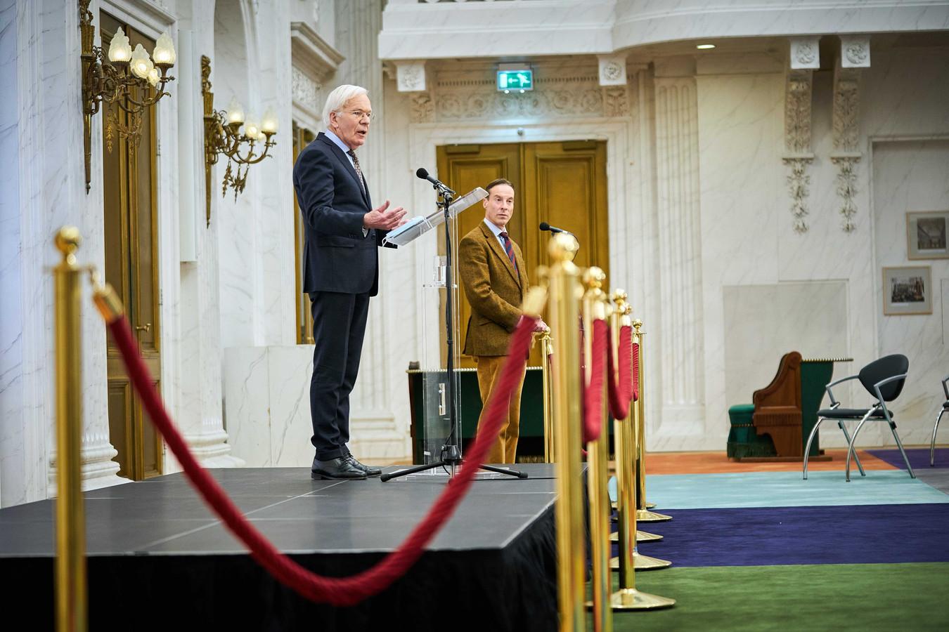 Herman Tjeenk Willink tijdens zijn persconferentie.