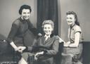 De eerste omroepsters op Belgische telvisie: Terry Van Ginderen, Paula Semer  en Nora Steyaert.