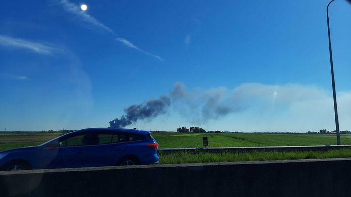Grote rookpluimen zijn ook te zien op de N50.