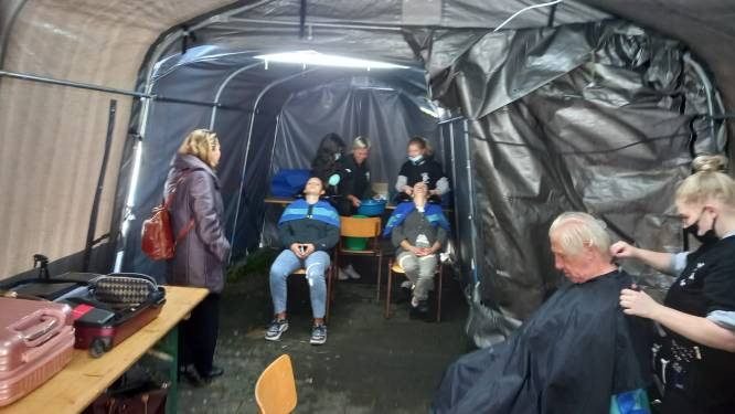 """Kappers zonder Grenzen zamelen nu ook voedsel in: """"Slachtoffers vragen zich af hoe ze de winter zullen doorkomen"""""""