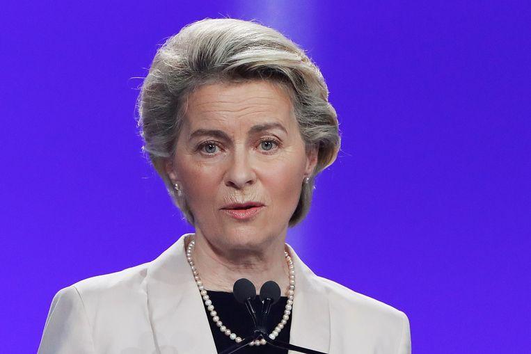 Europese Commissievoorzitter Ursula von der Leyen: 'Hongaarse anti-lhbti-wet is een schande'. Beeld Reuters/Remo Casilli