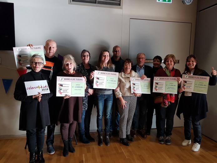 Goede doelen ontvingen een cheque van Books 4 Life.
