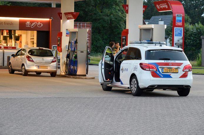 Politie houdt twee personen aan bij tankstation aan de Graaf Engelbertlaan Breda.