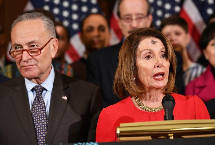 De Democratische fractieleiders Nancy Pelosi en Chuck Schumer.