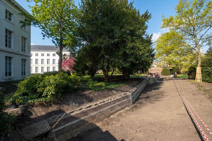 In de tuin van het Aartsbischoppelijk paleis werd de haha-muur blootgelegd
