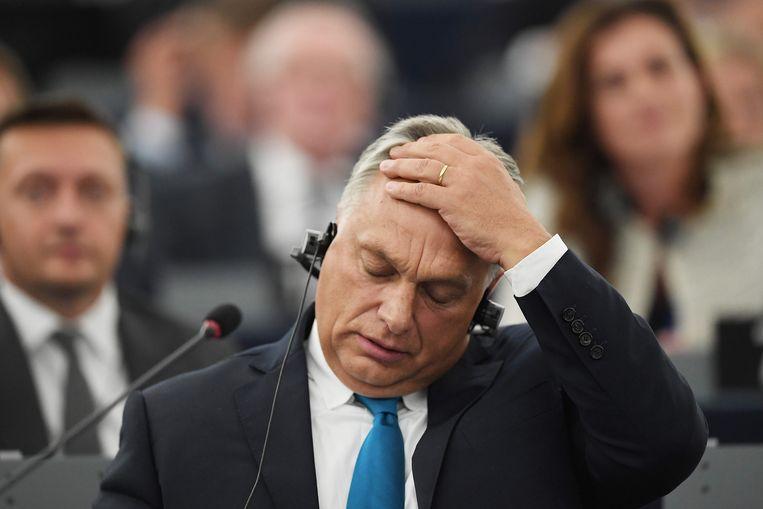 De Hongaarse premier Viktor Orban kwam zich dinsdag verdedigen in het Europees Parlement, maar kon niet overtuigen. Beeld AFP