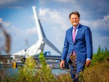 Piet Sleeking bij zijn afscheid benoemd tot ereburger van Dordrecht