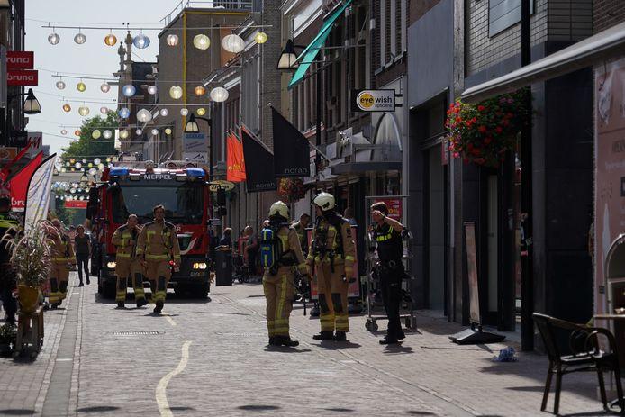 In verband met een gaslek is de Hoofdstraat in Meppel maandagmiddag enige tijd afgesloten geweest. Winkels werden uit voorzorg ontruimd.