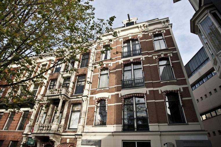 Het exterieur van de woning en werkkamer van schrijver Harry Mulisch aan de Leidsekade in Amsterdam. © ANP Beeld