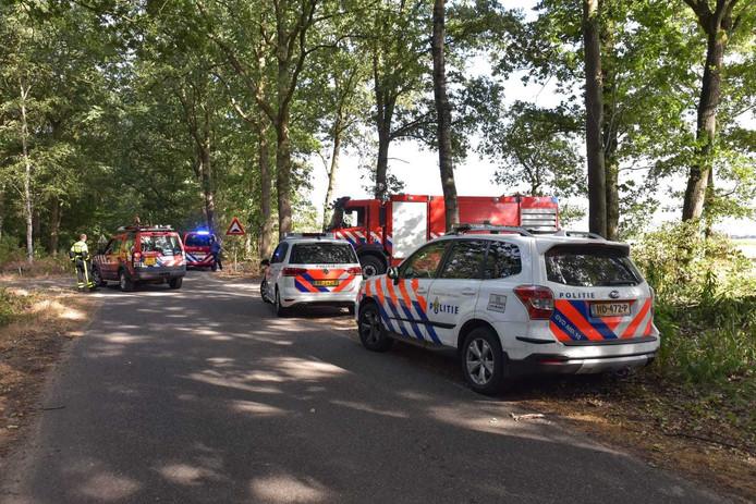 Hulpdiensten zijn aanwezig bij de brand in Gilze.