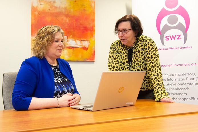Stichting Welzijn Zundert ziet inkomsten halveren en dreigt te moeten stoppen. Directeur Ankie de Hoon (links), hier in gesprek met medewerkster Jessica Nouws, luidt de noodklok.