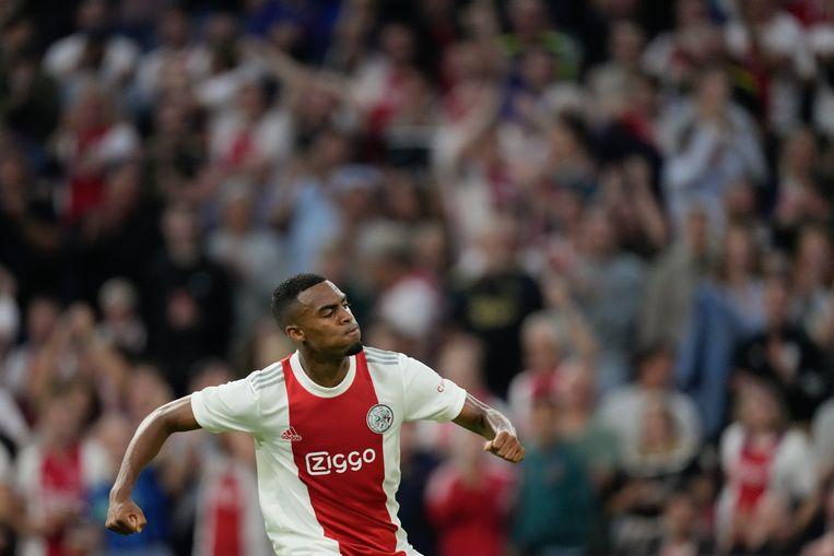 Ajax-speler Ryan Gravenberch scoort tijdens de wedstrijd Ajax - Leeds United Beeld Pro Shots / Jasper Ruhe