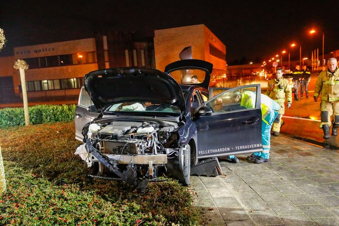 Een persoon moest uit een auto worden bevrijd