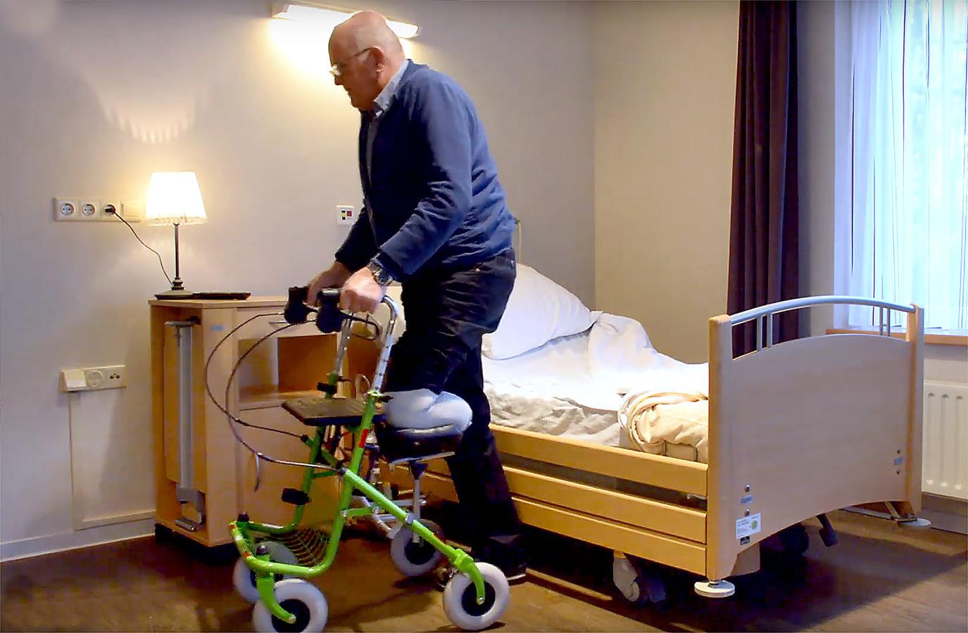 Fysiotherapeuten Rolf van der Burgt en Kjeld Klaver bedachten de AmpUgo, een steun voor aan een rollator. Hiermee kunnen mensen met een onderbeenamputatie toch lopen met een rollator.
