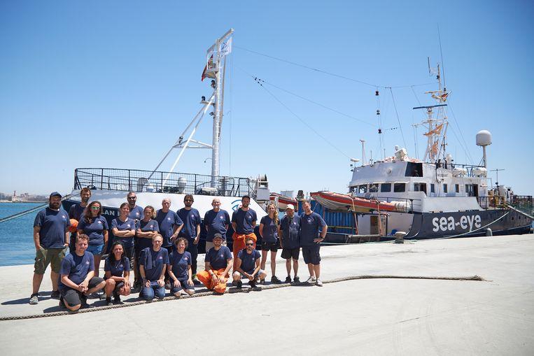 Vrijwilligers van de Duitse organisatie Sea Eye voor hun reddingsschip Alan Kurdi. Het schip is vernoemd naar het  uit Syrië gevlucht jongetje dat in 2015 verdonk.