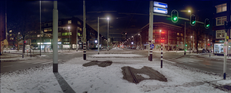 De Rotterdamse Schieweg tijdens de avondklok.