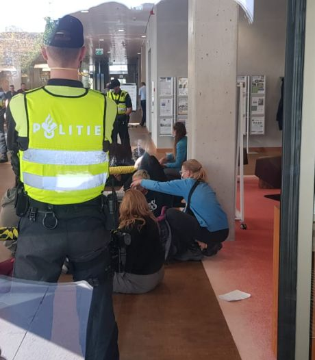 Actievoerders bezetten gebouw ZLTO in Den Bosch, dertien aanhoudingen verricht