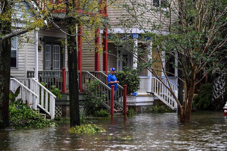 Ondergelopen straten in Pensacola, Florida. Beeld AFP