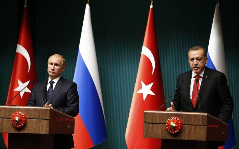 Vladimir Poetin en Tayyip Erdogan tijdens de persconferentie in Ankara. Beeld reuters