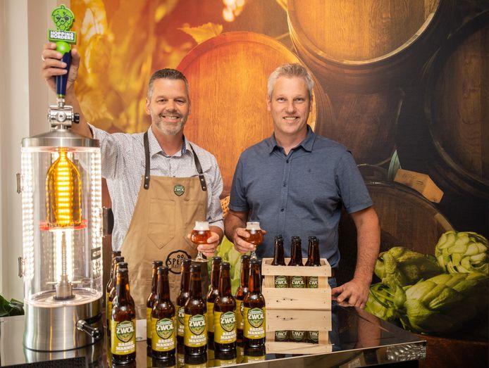 Ad Zwinkels en Marty Olsthoorn presenteren het eerste ZWOL bier: Barre Mannen.