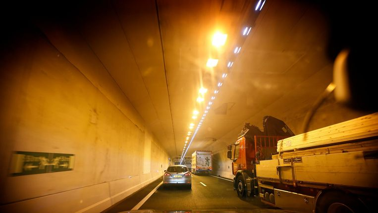 Een vrachtwagen in de Coentunnel. Beeld anp