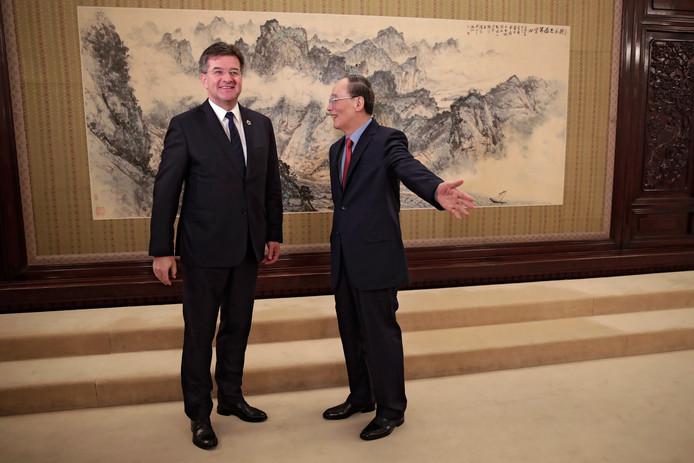 Miroslav Lajcak van de VN samen met de Chinese vicepresident Wang Qishan.