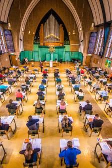 Bidden voor een voldoende? In Oldenzaal doen scholieren examen in de kerk