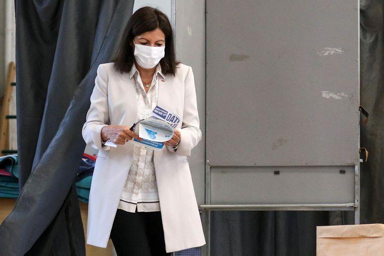 In Parijs blijft de socialistische burgemeester, Anne Hidalgo, ook de komende jaren de Franse hoofdstad besturen. Beeld Photo News