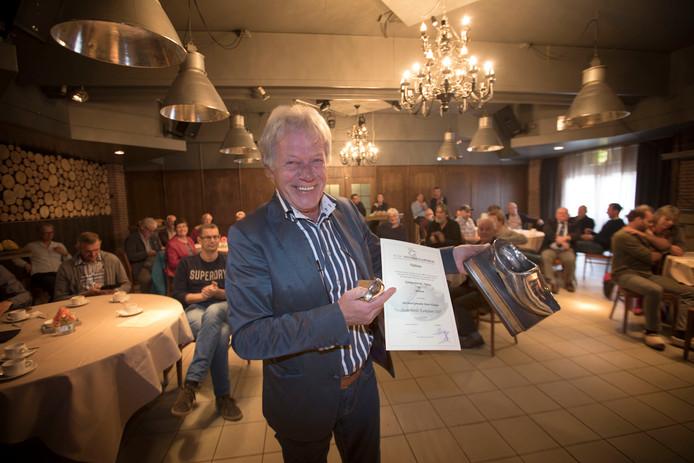Paul Nijhuis met zijn eerste prijs.
