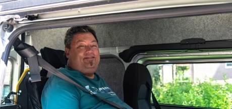 ALS-patiënt Karo (50) raakt rolstoelbus kwijt: 'Ik word gestraft voor het feit dat ik nog leef'