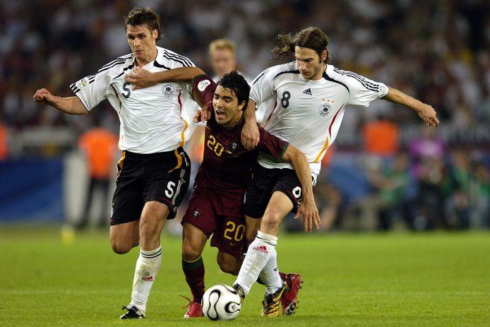 Sebastian Kehl en Torsten Frings in duel met Deco.