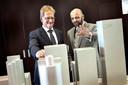 Luc Smits en Hans de Boer laten in 2013 trots hun plannen voor het Schiekadeblok zien.