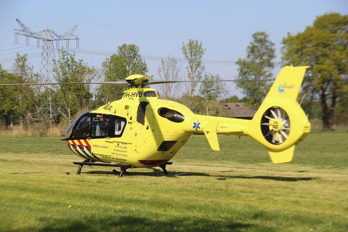 Ongeluk in Sint-Oedenrode: auto vliegt uit bocht en komt terecht in weiland