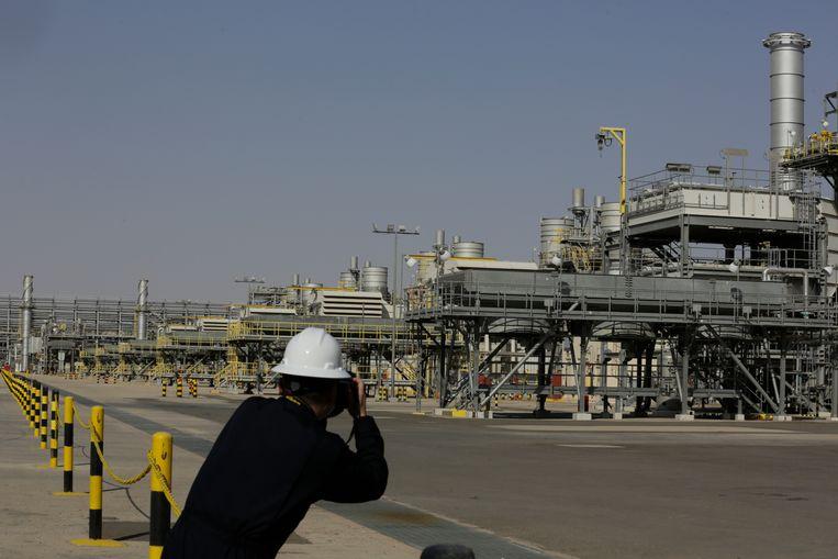 Installaties van Saudi Aramco, het staatsoliebedrijf van Saudi-Arabië. Het land is, na een conflict met de Verenigde Arabische Emiraten, toch akkoord gegaan met nieuwe productieverhogingen.  Beeld AP