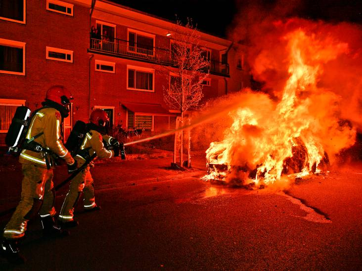 Auto brandt uit in Jeneverbeslaan in Valkenswaard