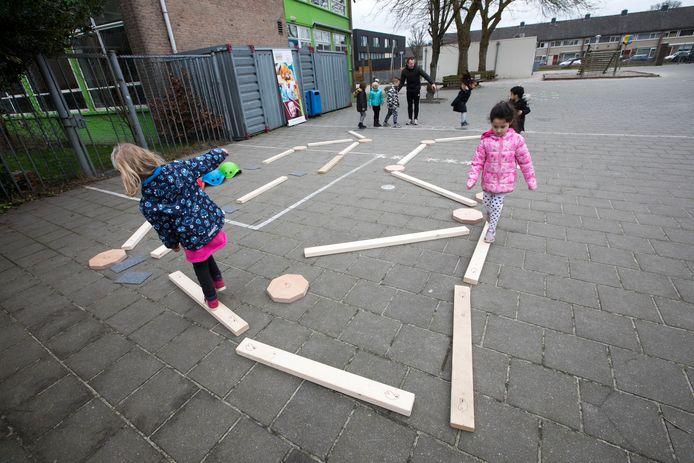 Sportles aan peuters op de basisschool De Schakel in Eindhoven.