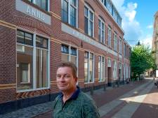 Willem renoveerde maar meteen de héle gevel van de Osse ambachtsschool;'half doen was geen optie'
