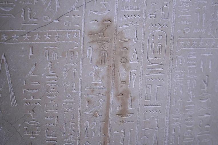Een vlek is zichtbaar op een oude Egyptische stenen sarcofaag. Beeld Getty Images