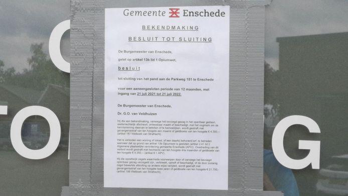 Het gesloten pand in Enschede.