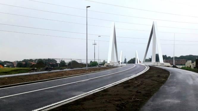 """Donderdag opent nieuwe brug over Albertkanaal: """"Aangenamer voor zwakke weggebruikers dankzij fietspaden die meer dan drie meter breed zijn"""""""